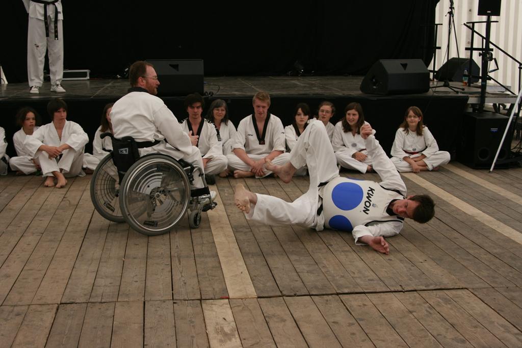 Rollstuhl-TAEKWONDO auf den Tagen der Toleranz in Erding, 8.5.2010